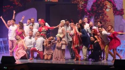 """Anunț important: Spectacolele """"MAMMA MIA!"""" Galați și București au fost reprogramate!"""